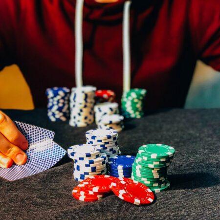 Skal du gøre karriere indenfor online casino spil?